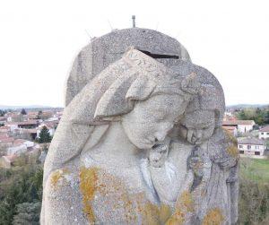 Statue madone par drone pour photogrammétrie